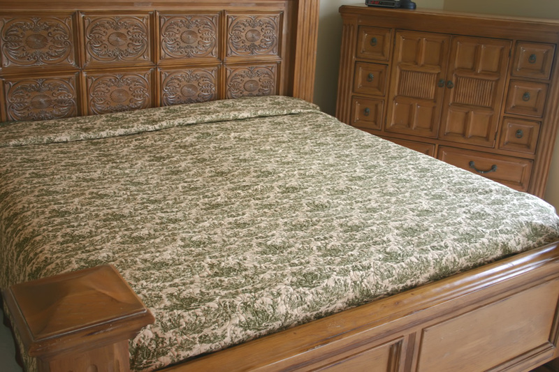 Blog_gree_toile_bed_backing